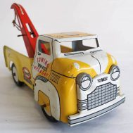 """Wyandotte Tow Truck. made in the USA ca. 1950s. 8"""" long"""