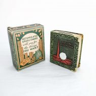 """1939 New York World's Fair Coin Bank.  Manufactured by Zell Products Inc. Made in the USA, c. 1939. 3.5"""" tall. ID#4355"""