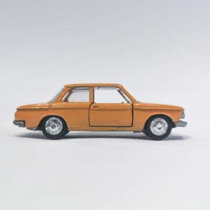 Schuco Germany 1/66 scale Diecast model 301-809 BMW 2002